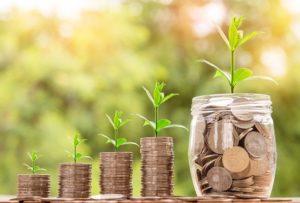 inwestowanie słoiki z pieniędzmi
